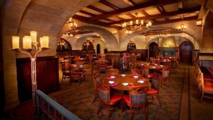 le-cellier-steakhouse-00