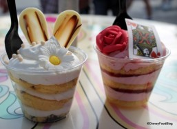 Cheshire-Cafe-Gourmet-Cake-Cups-White-Chocolate-Rabbit-Strawberry-Shortcake-4-600x437