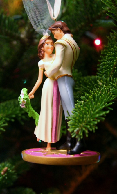 As people who had a Disney themed wedding and honeymoon, we love Disney wedding ornaments!